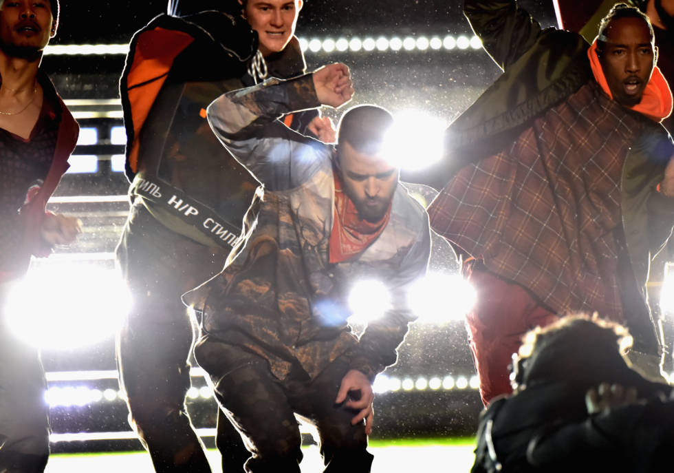 MINNEAPOLIS, MN - FEBRUARY 04: Recording artist Justin Timberlake performs onstage during the Pepsi Super Bowl LII Halftime Show at U.S. Bank Stadium on February 4, 2018 in Minneapolis, Minnesota. (Photo by Kevin Mazur/WireImage)